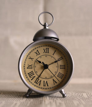 canva-old-fashioned-alarm-clock-MACNSyx8hxY